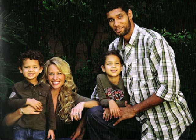 Amy-Duncan-with-ex-husband-and-children