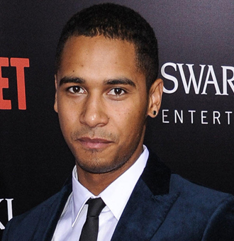 Elliot Knight Married, Dating, Height, Ethnicity, Family