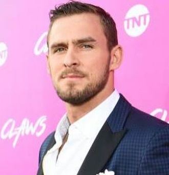 Jack Kesy Bio, Birthday, Age, Gay, Girlfriend, Dating, Married, Family