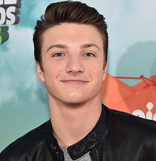 Jake Short With Girlfriend: Dating Status, Shirtless, Siblings