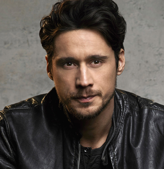 Peter Gadiot Wiki, Girlfriend, Dating, Gay, Parents, Ethnicity, 2017