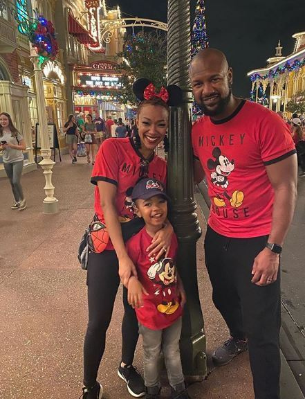 Sonequa-Martin-Green-with-her-husband-and-son-2020