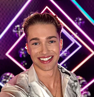 AJ Pritchard Girlfriend, Gay, Family, Tattoo