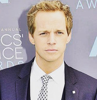 Chris Geere Married To Singer Wife, Parents, Height & More