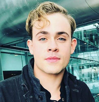 Dacre Montgomery Wiki, Age, Girlfriend, Family