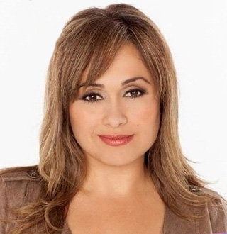 Elizabeth Espinosa Age, Birthday, Married, Husband, KTLA