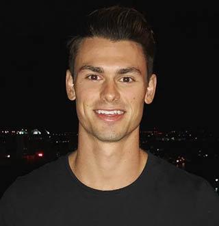 Garrett Miller Wiki, Age, Fitness, Girlfriend