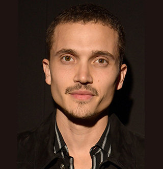 Karl Glusman Zoe Kravitz S Husband Net Worth Height