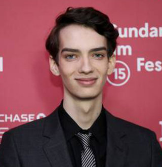 Kodi Smit-McPhee Dating Life With Girlfriend, Gay, Movies & Bio