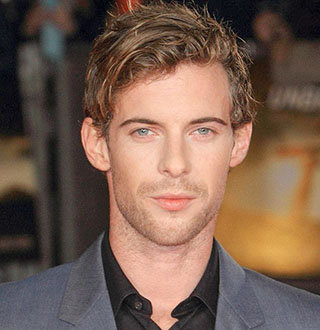 Luke Treadaway Dating Status With Girlfriend, Twin Brother, Height