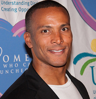 Mike Woods Married, Gay, Age, Fox 5, Salary, Bio