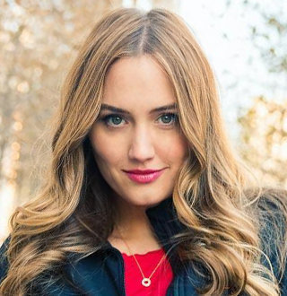 Naomi Kyle Married, Husband, Wiki, Age, Feet
