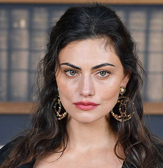 Who Is Phoebe Tonkin Boyfriend? Facts On Paul Wesley Ex-Girlfriend