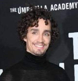 Robert Sheehan Gay, Girlfriend, Family