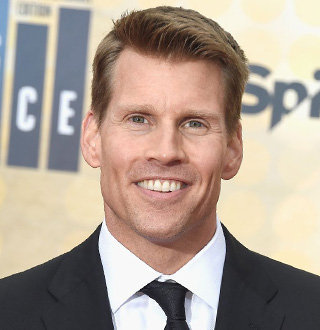 Scott Hanson NFL, Salary, Net Worth, Wife, Family, Bio
