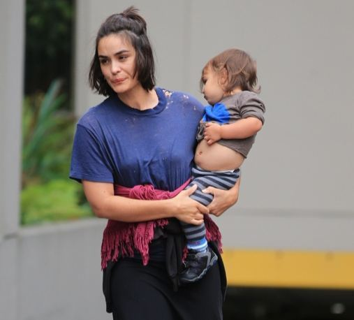 shannyn-sossamon-with-her-son