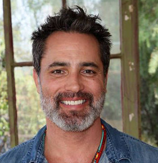 Victor Webster & Shantel VanSanten: Facts On Their Relationship