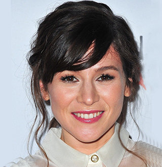 Yael Stone Husband, Dating, Family, Net Worth