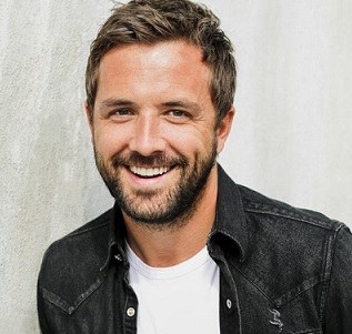 Darren McMullen Married, Engaged, Girlfriend, Wife, Gay
