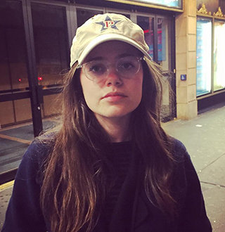 Molly Gordon Age, Height, Birthday, Parents, Boyfriend, Dating, Bio
