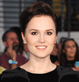 Veronica Roth Bio: From Massive Net Worth & Husband To Family Details